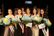 Miss Polabí se loni v červnu stala půvabná dívka z Poděbrad Nela Dobiášová (druhá zprava). Která s dívek uspěje letos?