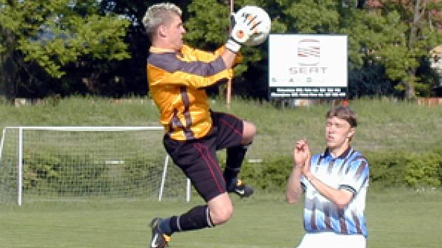 Nymbruský Ivo Doležal viděl už osmou žlutou kartu a tak nesmí další dva zápasy nastoupit.