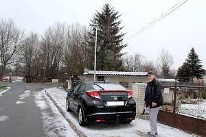 Novou lampu má u svého domu i Josef Veselý.