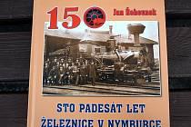 Nakladatelství Kaplanka vydalo v minulých dnech knížku Jana Řehounka nazvanou 150 let železnice v Nymburce.