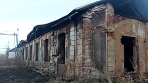 Situace u shořelé výtopny na nymburském sídlišti ve čtvrtek ráno.