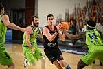 Z basketbalového utkání Ligy mistrů Sassari - Nymburk (73:91)