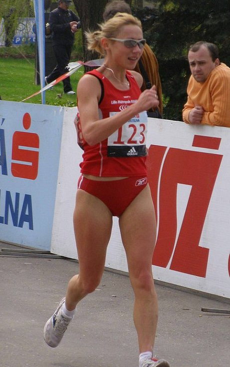 Vítězná Polka Korziniewska jde osamocena v čele závodu žen