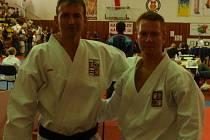Jiří Bašus (vlevo) vítěz kata masters a Jakub Tesárek vítěz kata seniorů