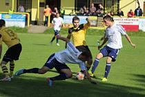 Z divizního fotbalového utkání Litol - Loko Chomutov (2:0)
