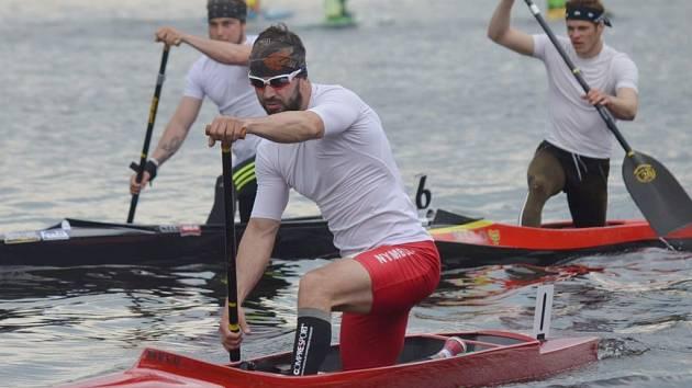ONDŘEJ PETR (vpředu), kanoista nymburské Lokomotivy, se stal mistrem světa v maratonu