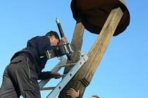 V Hořátvi umístili nový zvon na zvoničku