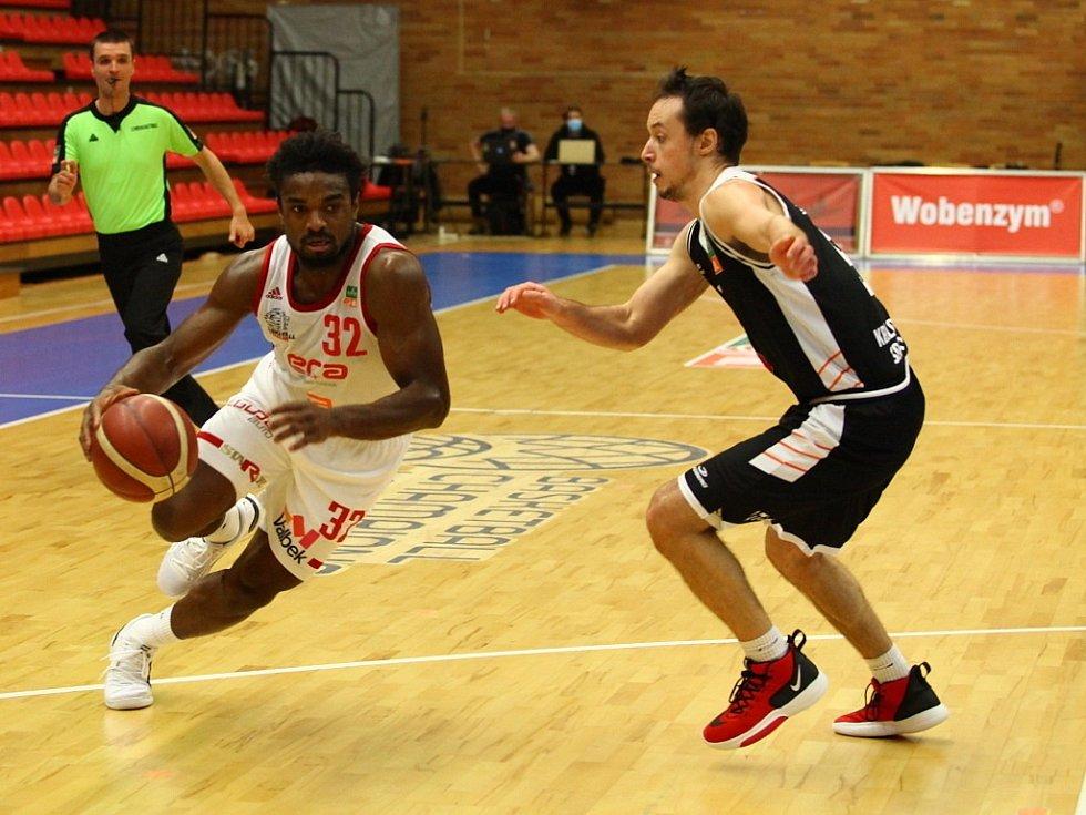 Z basketbalového utkání Kooperativa NBL Nymburk - Hradec Králové