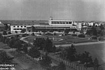 Celkový pohled na lázeňský park s novým nádražím.
