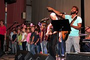 Na pódiu své síly spojily kapela Vanua2 a nymburské pěvěcké sbory.
