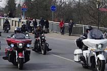 """""""Harlejáři"""" a jejich příznivci dorazili do Poděbrad. V centru se sešlo velké množství motorkářů, jejich fanoušků i výletníků."""