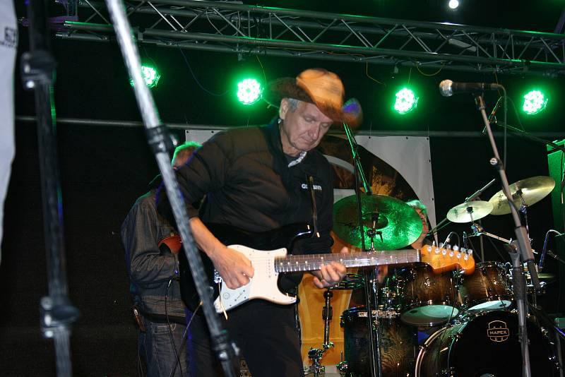 Dva dny výtečné muziky, výborného piva na čepu, a také oslavenec Vladimír Mišík & ETC, to byl třetí ročník PivoTestu v Nymburce.