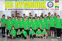 MLADÍ FOTBALOVÍ GÓLMANI vylepšovali své umění ve Sportovním centru v Nymburce pod dohledem trenéra Jana Chrastila a jeho asistentů. Kouč mladé brankáře chválil