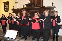 Adventní koncert zaplnil lavice evangelického kostela.