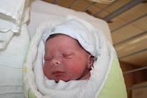 NICOLAS JE ZE SEMIC. S Nicolasem ČAPKEM přiletěl čáp 29. září 2015 v 8.15 hodin. V peřince nesl miminko vážící 3 240 g a měřící 49 cm. Rodina rodičů Evy a Alexandra ze Semic  se tak rozrostla o dalšího člena. Benjamínek Nicolas už má 2 starší sourozence.