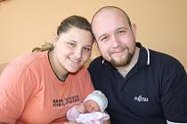 O NELE DOPŘEDU VĚDĚLI. Nela Rambousková spatřila poprvé světlo světa 10. května 2013 v 11.03 hodin. Měřila 52 cm a vážila 3 310 g. S rodiči Jakubem a Marcelou  je doma v Milovicích.