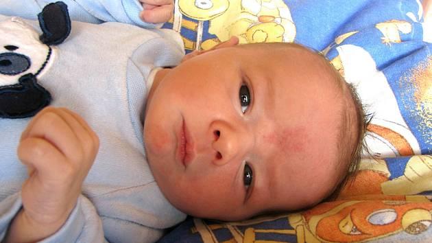PRVOROZENÝ TOMÁŠ JE Z NYMBURKA. Tomáš Chuchla se rodičům Davidovi a Monice z Nymburka narodil v úterý 24. března ve 12.27 hodin. Předem prozrazený chlapeček měřil 49 cm a vážil 3140 g.