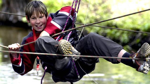 Pravá adrenalinová zábava v podobě lanového centra by mohla vzniknout v Milovicích.