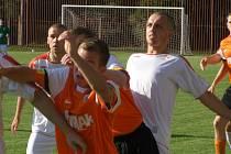 Z fotbalového utkání krajské I.B třídy Ostrá - Libice (5:2)