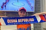 Mistrovství světa v ledním hokeji sleduje i devítiletý Tobiáš, který s plným nasazením fandí našim hokejistům.