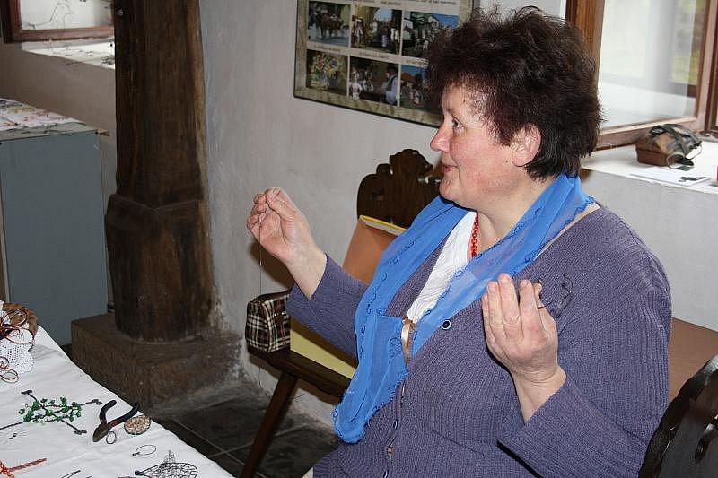 O víkendu si příchozí v přerovském skanzenu vyzkoušeli techniky drátování a filcování