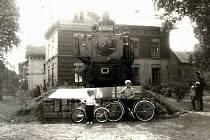 Kdo by nepamatoval lokomotivu ve Školní ulici. Byla tak trochu symbolem železničářského města. Fotili se u mí místní i turisté.