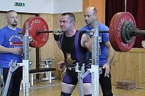 Nymburský silový trojbojař Michal Sicha skončil na mistrovství Čech na druhém místě.