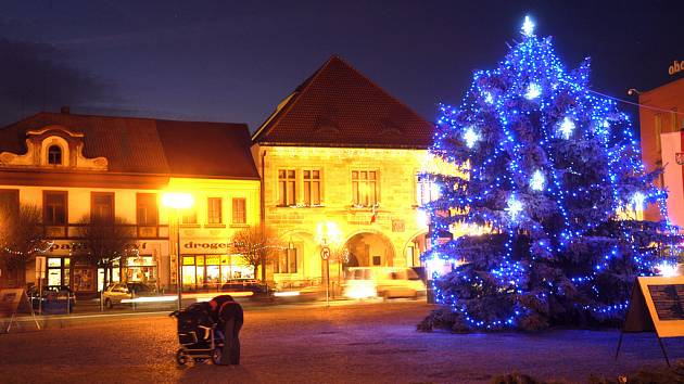 Už tento víkend se rozsvítí vánoční stromy ve městech Nymburska.