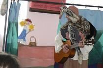 V písteckém hostinci U Kyselů se v sobotu hrálo divadlo pro děti v českoslovenštině