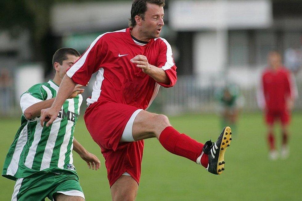 Z fotbalového utkání Polaban - Milín 3:0.