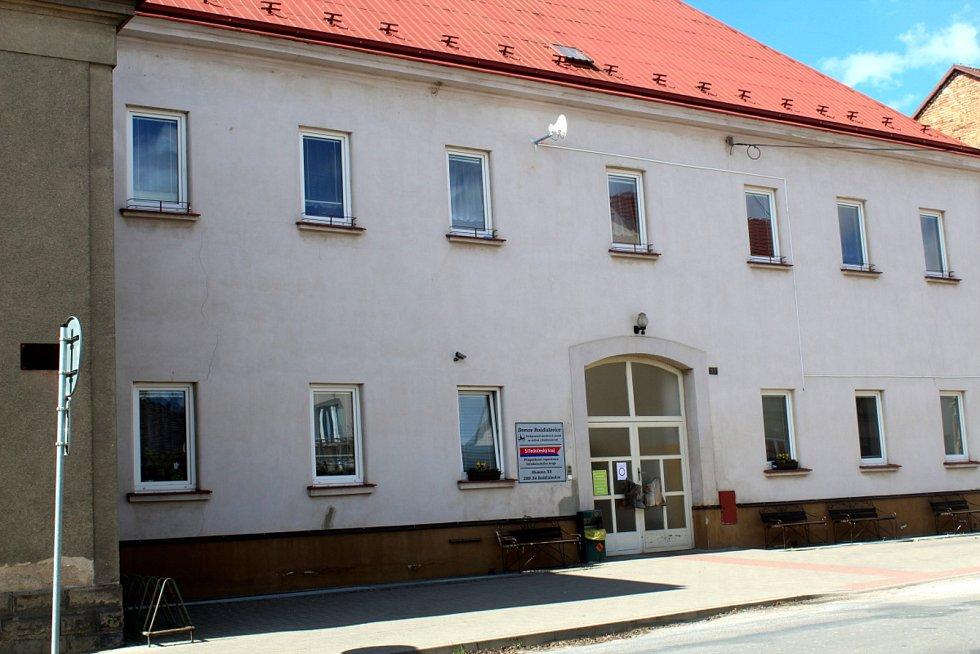 Domov pro seniory v Rožďalovicích, klášter.