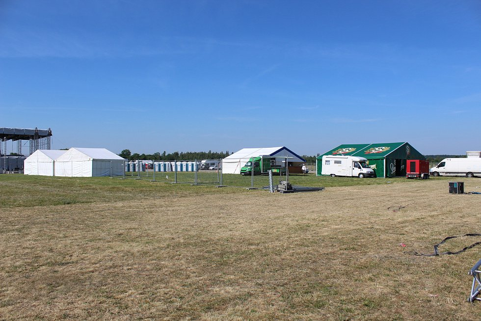Všechny týmy, které mají na starost zajištění festivalu Votvírák pro desítky tisíc návštěvníků, byly ve čtvrtek v plném nasazení.