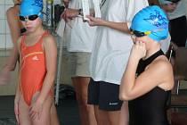 Plavci si dali dostaveníčko v nymburském bazénu