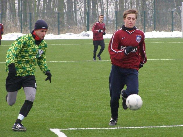 Z turnajového utkání na kolínské umělé trávě Polaban Nymburk - Kutná Hora (1:2)