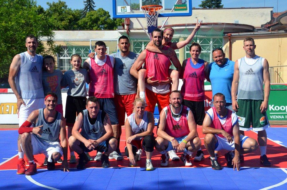 Basketbalový klub z Poděbrad oslavil sedmdesáté narozeniny.