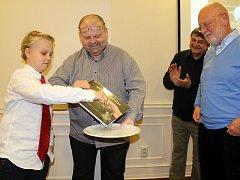 Na úvod diashow vydavatel Ladislav Šolc a jeho syn pokřtili novou knihu fotografa Pavla Štichy Made by Nature.