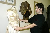 V nymburském muzeu začíná výstava historického ošacení.