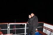 Netradiční plavbu s poezií a hudbou absolvovala loď Král Jiří v sobotu večer.