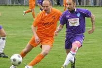 FOTBALISTA JAROSLAV SLAVÍK (číslo 12) pomohl v minulé sezoně mužstvu Poříčan k postupu do krajské I.A třídy. V té dal zatím dvě branky