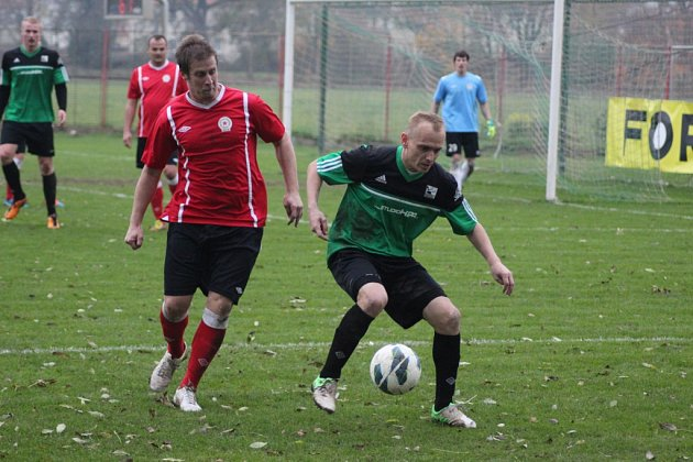 Z okresního fotbalovéhop derby krajského přeboru Polaban Nymburk - Ostrá (1:0)