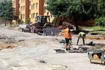 Jankovické sídliště obsadili dělníci, kteří zde budou několik let provádět zásadní revitalizaci.