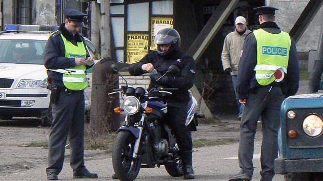 Mladí policisté proháněli řidiče v Sadské
