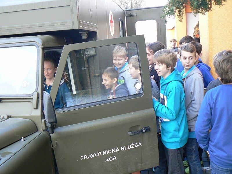 Do křinecké školy přijeli vojáci ze žatecké brigády