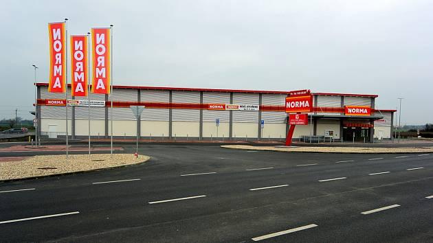 Nové obchodní centrum vyrostlo v Sadské.