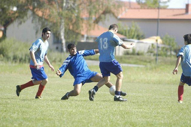 Romský fotbalový turnaj v Drahelicích.