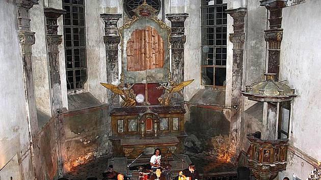 V rámci Noci kostelů v roce 2011 se v kapli svatého Jana Nepomuckého uskutečnil i akustický koncert skupiny Blue Effect s Radimem  Hladíkem.