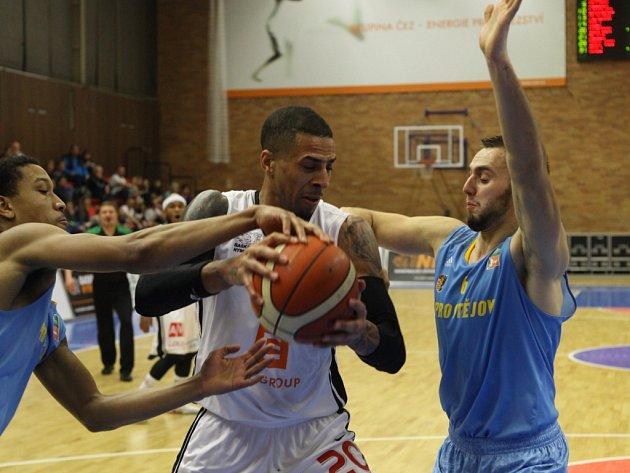 Z basketbalového utkání Kooperativa NBL Nymburk - Prostějov (100:58)