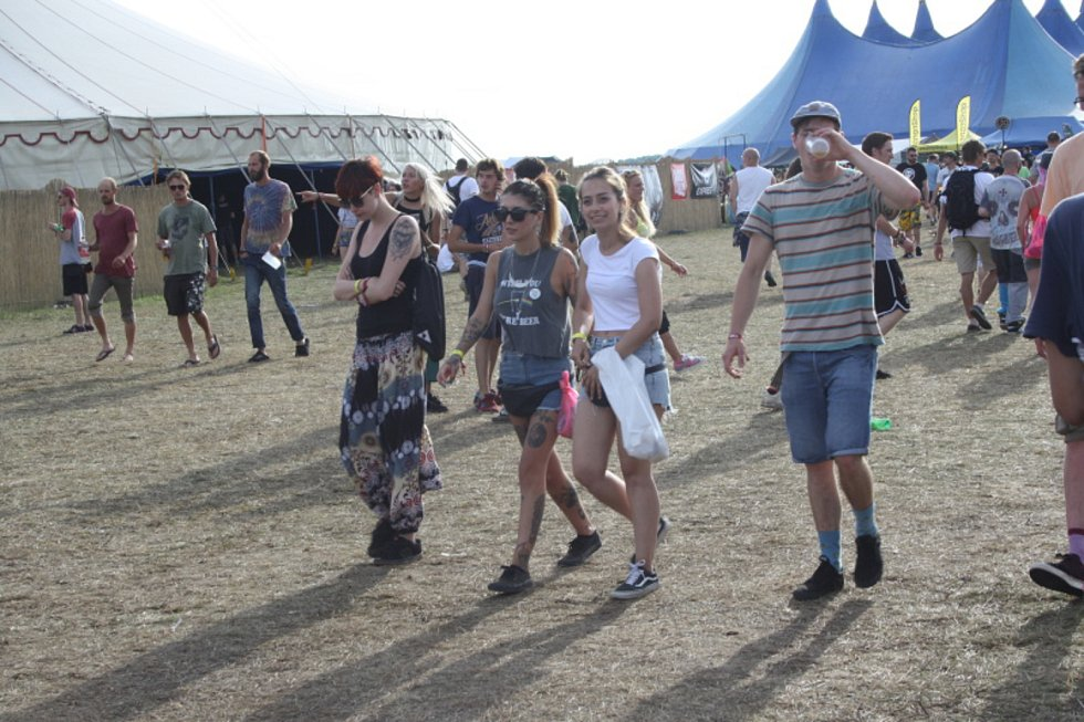 Snímky z jednoho z předcházejících ročníků festivalu Let It Roll.