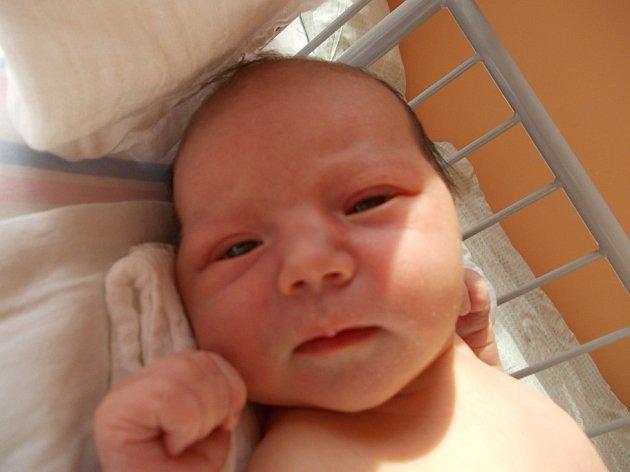 KAROLÍNKA JE PRVOROZENÁ. Karolína Šímová přišla na svět 22. srpna 2013 v 15.35 hodin. Po narození vážila 3 260 g a měřila 51 cm. Domů si ji odvezli rodiče Veronika a Jan do Kostomlat nad Labem.
