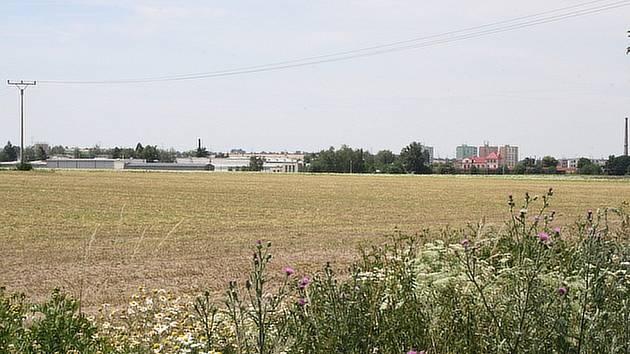 Nad touto částí města by měl v budoucnu vést obchvat Čelákovic.